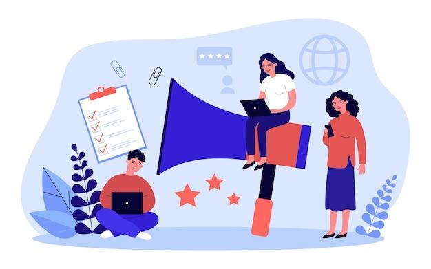 デジタルマーケティングテクノロジーを使用する小さなマーケターのチーム。メガホン、チェックリスト、評価星を持っている人。バナー、ウェブサイトのデザインまたはランディングウェブページのインターネットプロモーションサービスのコンセプト