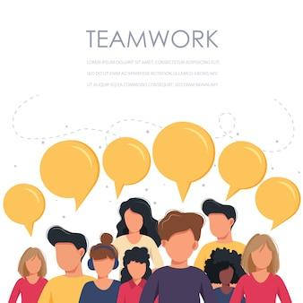 Работа в команде деловых людей с пузырями речи