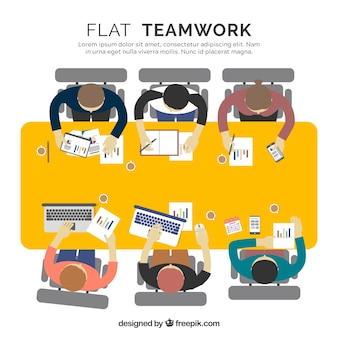사무실 책상의 평면도와 팀워크 개념