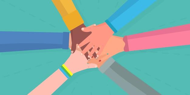 チームワーク、さまざまな人々が一緒に手を挙げます。団結とチームワーク、トップビューを示す手のスタックを持つ友人。ビジネス協力、団結、チームワークの人々。図。