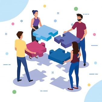 Работа в команде людей с кусочками головоломки