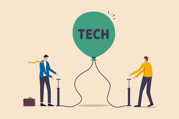 기술 또는 기술 주식 거품, 경제 위기 및 탐욕스러운 투자자 개념으로 인한 과대 평가 주식, 사업가 투자자는 tech라는 단어로 풍선을 터뜨릴 준비가 된 상태로 공기를 펌핑하여 위험을 감수합니다.