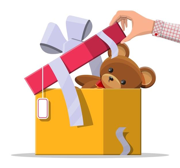 선물 상자 안에 테 디 베어. 곰 봉제 장난감. 테디 베어