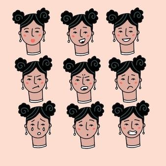 ベージュの背景の若い女の子に分離されたさまざまな表情の10代の女性の肖像画を設定...