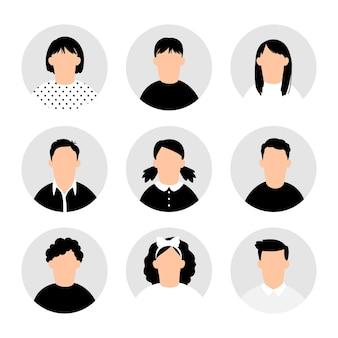 십대 아바타. 십대 사람들 아바타 흰색, 십대 프로필 벡터 이미지, 만화 십대 소년과 소녀 그림 세트, 젊은 남성과 여성 인물 초상화 컬렉션에 설정