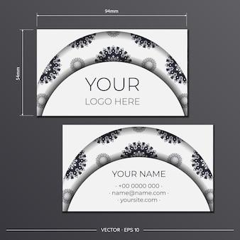 Шаблон для полиграфического дизайна визиток белого цвета с греческим орнаментом. векторная подготовка визитной карточки с местом для текста и роскошными узорами.