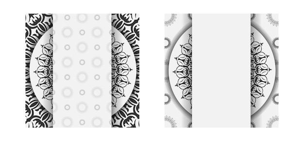 인쇄 디자인 엽서 서식 파일 만다라 장식으로 흰색 색상입니다. 텍스트와 빈티지 패턴을 위한 장소가 있는 초대 카드를 준비합니다.