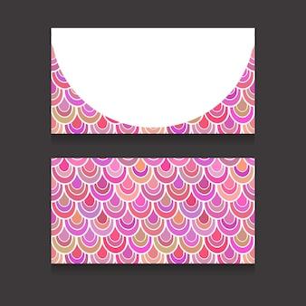 Шаблон двусторонних визиток с розовой рыбьей чешуей и местом для текста