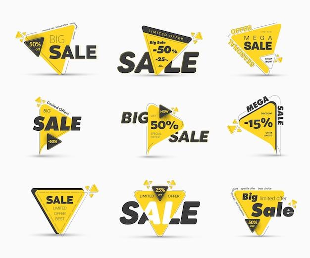 Шаблоны черно-желтых треугольных ярлыков с процентными скидками для больших распродаж. набор современных баннеров для мега специальных и сезонных предложений. асимметричный стиль обводки