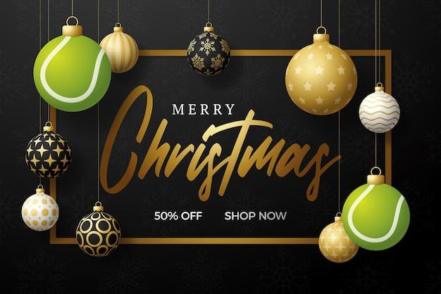 테니스 크리스마스 카드입니다. 메리 크리스마스 스포츠 인사말 카드입니다. 스레드에 매달려 테니스 공을 크리스마스 공 및 검은색 가로 배경에 황금 값싼 물건으로. 스포츠 벡터 일러스트 레이 션.