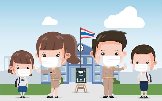 Тайский школьный учитель и студент профилактика covid-19. сиам бангкок школа таиланд в безопасности от covid-19.