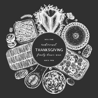 黒板に感謝祭のディナーメニュー。七面鳥の丸焼き、調理した野菜、巻き肉、ベーキングケーキ、パイのスケッチ。ビンテージの秋の食べ物の花輪。感謝祭の日の背景。