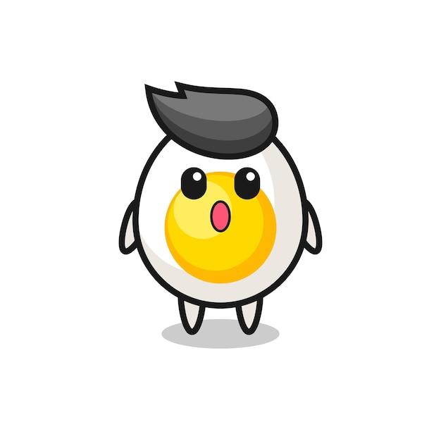 Изумленное выражение мультфильма вареного яйца, милый стиль дизайна для футболки, наклейки, элемента логотипа