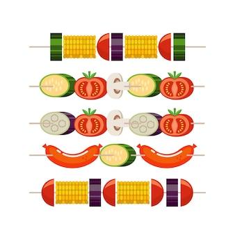 Гриль для барбекю. набор шашлыков с овощами. кукуруза, кабачки, баклажаны, грибы, помидоры. шашлык с сосисками и кабачками. векторная иллюстрация.