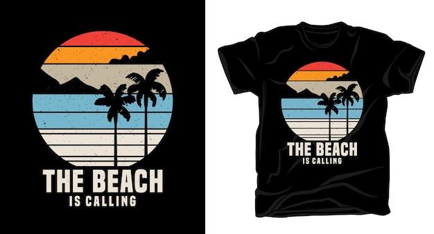 Пляж вызывает типографику с дизайном рубашки в винтажном стиле с островом и пальмами