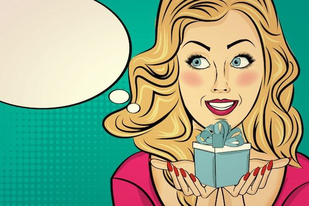 Блондинка с подарком в руках