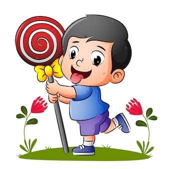 Мальчик держит восхитительный леденец и бежит по саду иллюстраций.