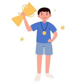 소년은 대회에서 컵을 땄습니다. 젊은 운동선수 우승 행복한 승리