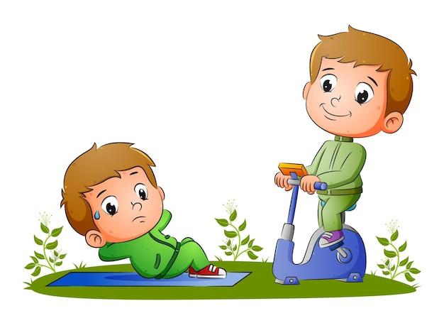Мальчики занимаются спортом, приседая и катаясь на статическом велосипеде иллюстрации.