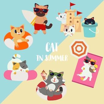 Коллекция набор символов мультфильма кота в летней тематической упаковке. кот держит доску для серфинга. игра в кошки с песочным замком и танком. кошка использует спасательный круг. и это было загорать.