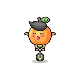 かわいいアプリコットのキャラクターがサーカスの自転車に乗っている、tシャツ、ステッカー、ロゴ要素のかわいいスタイルのデザイン