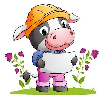 Симпатичная корова-архитектор держит бумажный план и использует защитный шлем с иллюстрацией