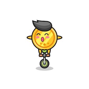 かわいいメダルキャラクターがサーカスバイクに乗って、tシャツ、ステッカー、ロゴ要素のかわいいスタイルのデザイン