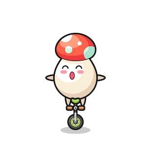 かわいいキノコのキャラクターがサーカスの自転車に乗っている、tシャツ、ステッカー、ロゴ要素のかわいいスタイルのデザイン