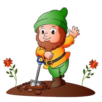 Карлик копает землю и позирует с лопатой иллюстрации