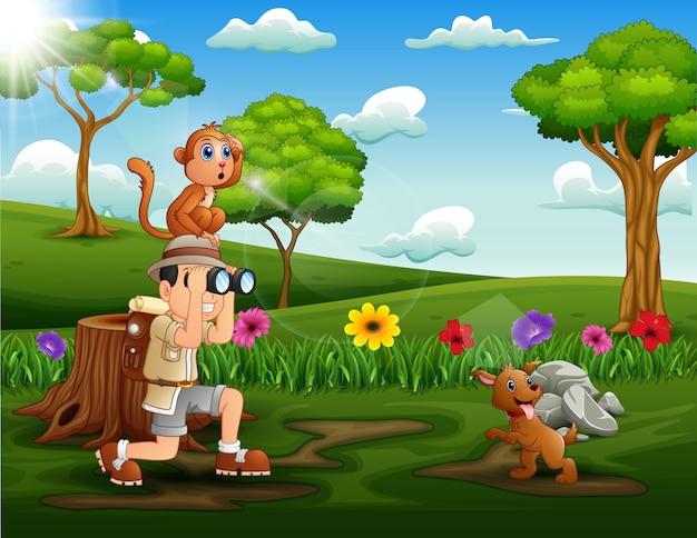 公園で動物と探検家の男