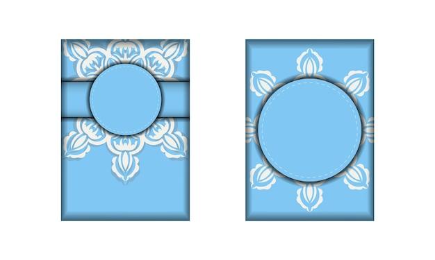 チラシは水色で抽象的な白い模様があり、印刷の準備ができています。