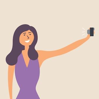 女の子はスマートフォンで手を伸ばして自分撮りをします