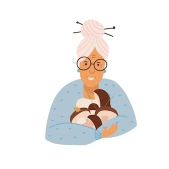 手にポルチーニとポルチーニのキノコを持っている祖母はキノコ狩りをしている老婆