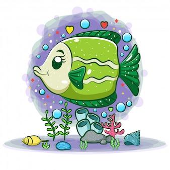 Зеленая пресноводная рыба-ангел позирует на прекрасном фоне