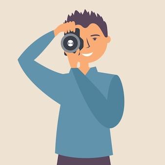 男はカメラで写真を撮る