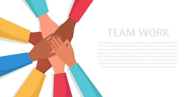 Руки многонационального народа демонстрируют единство, солидарность и поддержку.