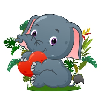 Счастливый слон сидит и держит любовную куклу на руке в парке иллюстраций