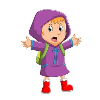 행복한 소녀가 귀여운 삽화의 비옷을 입고 학교에 가고 있습니다
