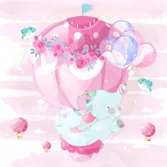 Маленький слоненок и медвежонок, его лучший друг, веселятся на розовом воздушном шаре.