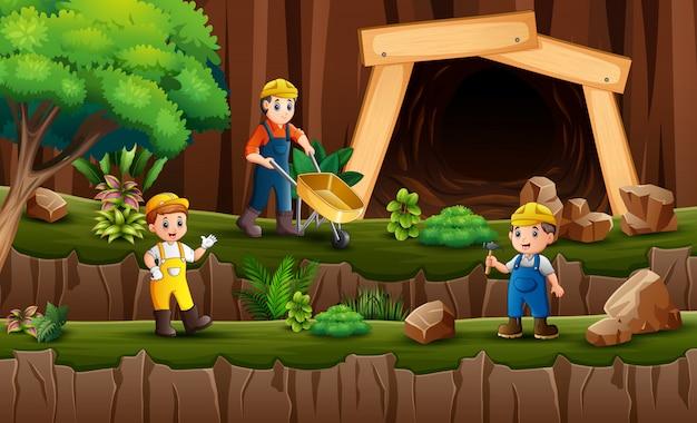 炭鉱の前で働く鉱山労働者