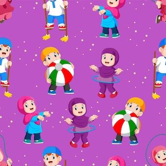 イスラム教徒の子供たちのシームレスなパターンは、イラストのおもちゃで遊んでいます