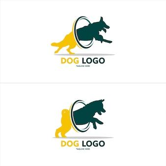 背景付きの小さな犬のロゴのシンプルさ