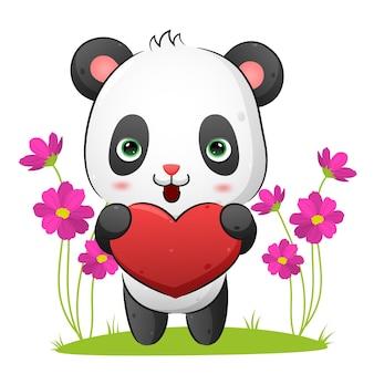 Милая панда обнимает любовную куклу для иллюстрации валентинки