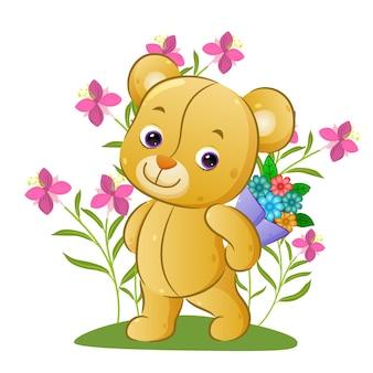Милый плюшевый мишка держит ведро с красивыми цветами в цветочном парке иллюстрации