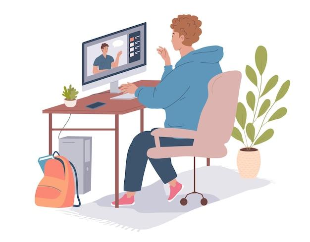 Подросток смотрит обучающий видеоролик по программе дистанционного обучения