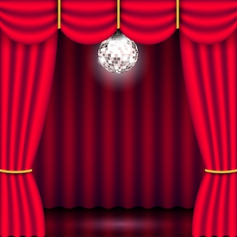 Фон театральной сцены с красным занавесом и ярким зеркальным серебряным диско-шаром. показать афишу концерта. реалистичная трехмерная иллюстрация