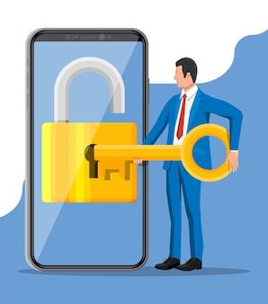 Вор или хакер используют ключ, чтобы открыть смартфон. взломать, концепция сети кибербезопасности. телефон с замком на экране. мобильная безопасность, охрана, интернет-безопасность. векторные иллюстрации в плоский