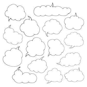 연설 거품을 생각하십시오. 손으로 그린 낙서 스타일 만화 풍선, 구름과 심장의 예술적 컬렉션입니다. 스케치 스타일의 그림입니다.