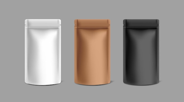 회색 배경에 검정, 흰색 및 구리 크래프트 종이 호일 지퍼 잠금 가방 모형 템플릿 3개