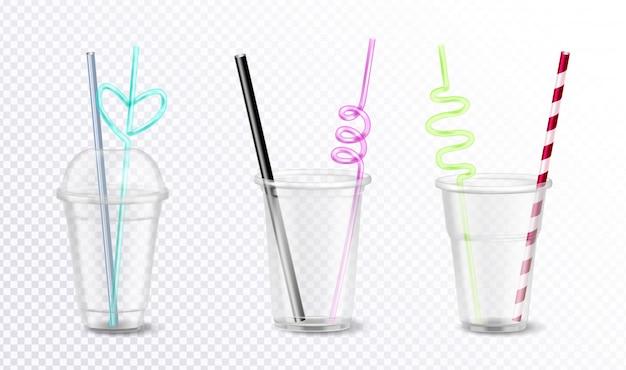 透明な背景のリアルなイラストに分離された珍しいカラフルなストローセットと3つの空の使い捨てプラスチックガラス